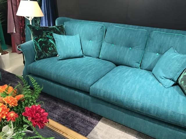 春を感じるこの季節、ソファカバーでお部屋の模様替えをしませんか?